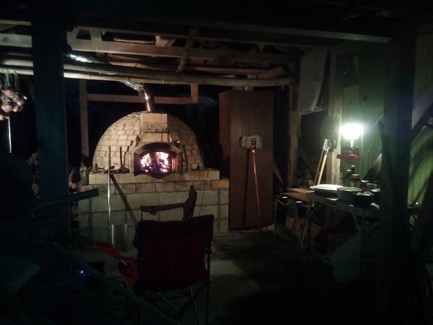 美味しいパンが食べたくて、ドーム型石窯作製。レンガ積みそして完成へ。
