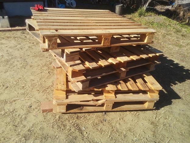 木製パレットを使った「なんちゃってウッドデッキ」を作ってみた。